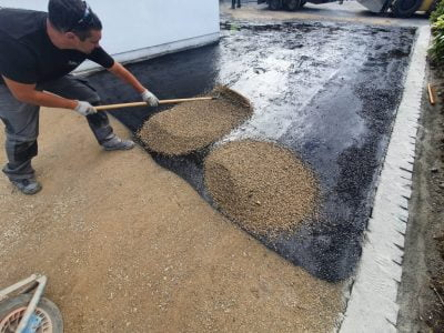 Tar and Chipping For Driveways (2)