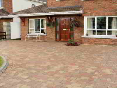 paved driveway with Lismore 1